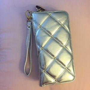 🕗Final Price🕗Silver and Gold Wristlet NWOT